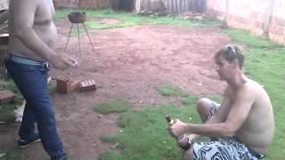 Abrindo cerveja na bicuda