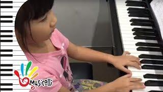 อะยูมิ  เล่นเพลง Long Long Ago เน้นการเล่น mf และ mp ให้เสียงดัง - เบา ต่างกันค่ะ