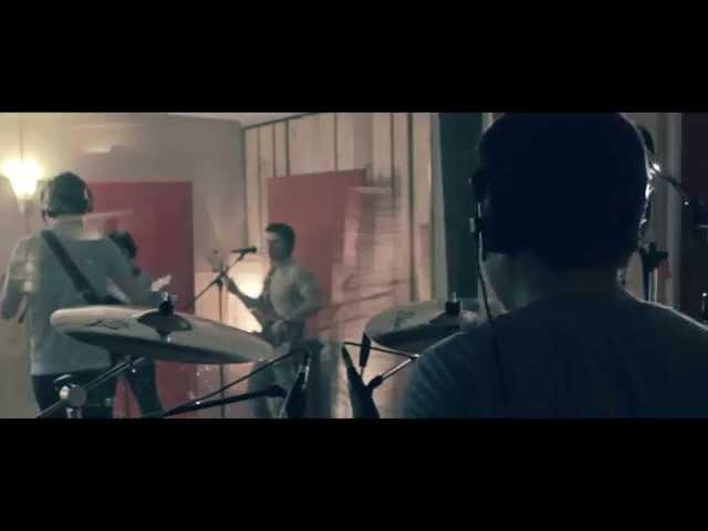 Video de Sharon Bates en directo con la canción ''Simsiri''.