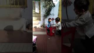 Phoolo ka taron ka sabka kahna hai