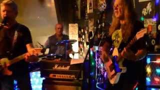 Still Thirsty - Once Bitten Twice Shy Cover Live @ Harry's Bar in Hinckley, UK