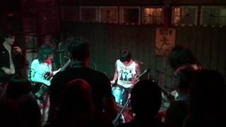 The Coathangers-Down Down LIVE