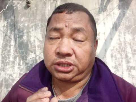 12  Prof. Juan Lázara recibe bendición del Monje Lal Lama.MPG