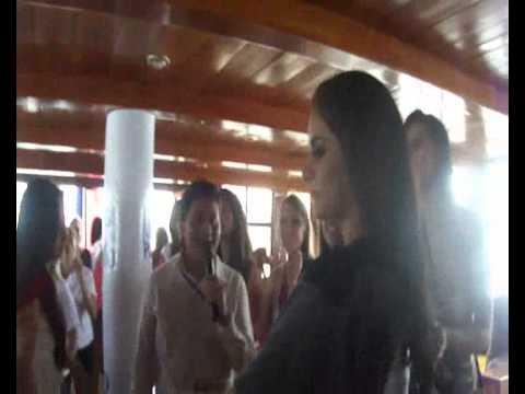 Bienvenida de Morgan a Candidatas de Reina de Guayaquil 2011.
