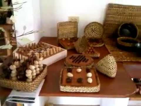"""Artesanias a base de tagua, fibra de platano y madera, Fundación """"Propueblo"""" – makecuador"""
