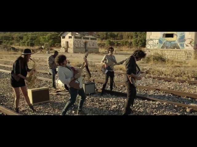 """Videoclip oficial de la canción """"Quédate de Dormir"""" de Los Fesser."""
