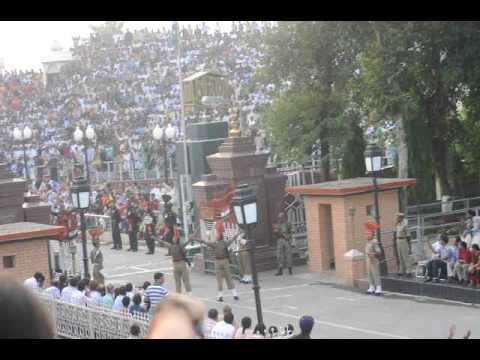 NPU Video: Swaggering at the Indo-Pakistan border crossing