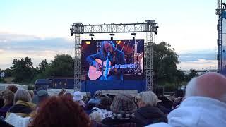 Dougie MacLean (with  didgeridoo), Cropredy Festival 2017