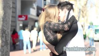 Kissing prank | Demonty.pl