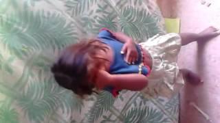 linda sobrinha dançando