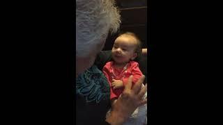 Dove oma leert dove baby gebarentaal