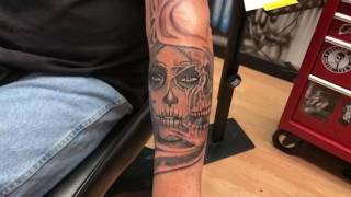 Day of the dead girl morphs into skull tattoo by   @shadowink