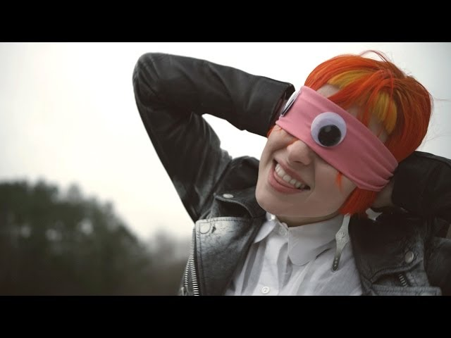 Videoclip oficial de 'Ain't It Fun', de Paramore.