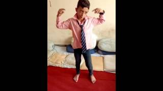 Really cute dance on gulabi ankhen Jo Teri dekh by Akadh