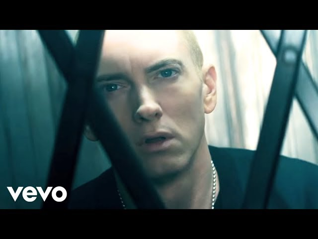 "Video oficial de ""The Monster"" de Eminem feat Rihanna"