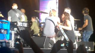 Backstage foo fighters argentina 2015 - Ghrol and Hawkins talking and singing