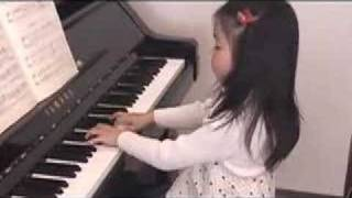 Sora plays Bach minuet ( 5 year old )