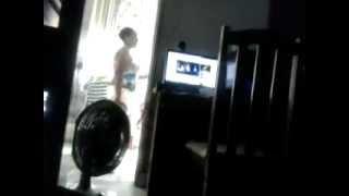 Carol Oliveira dançando