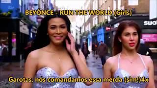 Miss Tres cantando Sex Bombs
