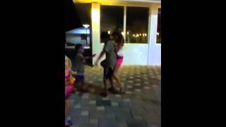 Girls beats up guys