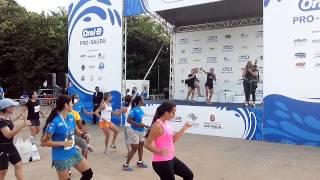 Corrida e Caminhada Oral-B SP 2015 - Aula de Zumba parte 01