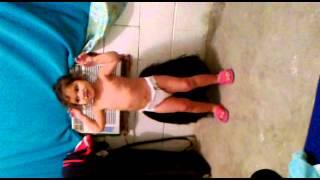 La mejor bebe bailando weke weke!!