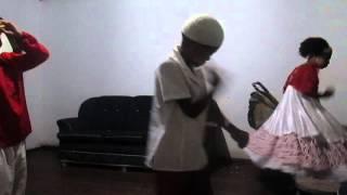 kailane brian e gabriel dançando na reza da mãe oba de nação
