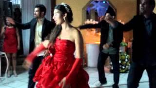 Dança kuduro. 15 anos Mayme(dançando com os irmãos). Rio de Janeiro, 19/01/2012.