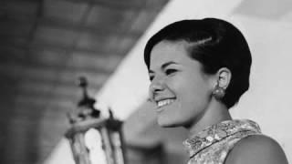 Elis Regina - Águas de Março (Brazilian music with english subtitles)
