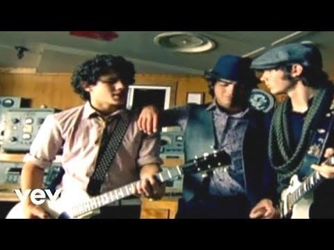 S O S En Espanol de The Jones Brothers Letra y Video