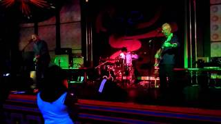 Redmaxx - Does it feel like home? (Live @ Club 85)