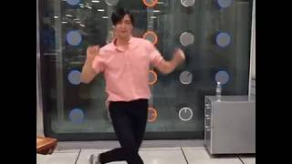 NCT Johnny Dancing to Red Velvet ~ Red Flavor
