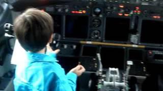 Pedro Hugo na cabine do avião
