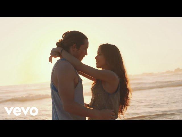 Videoclip oficial de la canción Perfect Strangers de Jonas Blue