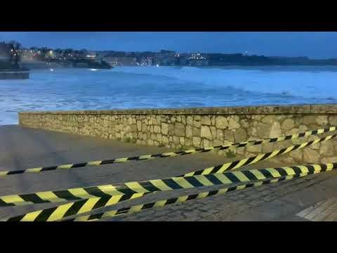 Las playas de Santander cerradas a cal y canto por el fuerte temporal que tenemos hoy