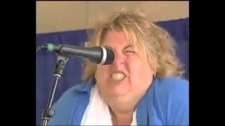 Mulher gritando igual a um porco