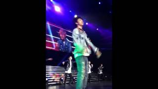 [FANCAM] 140422 B.A.P LIVE ON EARTH L.A. - DANCING IN THE RAIN [YONGGUK AND JONGUP]