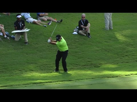 Patrick Reed chips in for birdie at the TOUR Championship