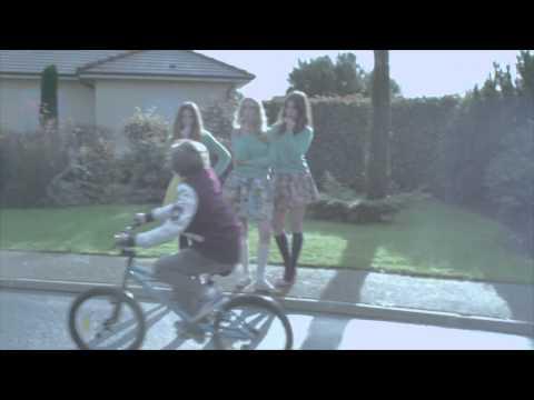 Just A Song de Pony Pony Run Run Letra y Video