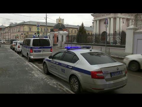 В центре Москвы мужчина ворвался в церковь с ножом во время службы. photo