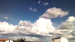 nuvens Cumulonimbus se formando com  precipitação  na regial de S.A.L piaui