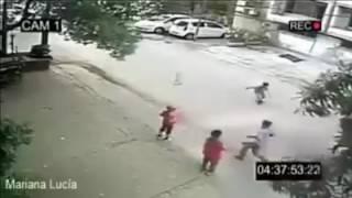 Olha o que acontece se deixar uma criança sozinha na rua
