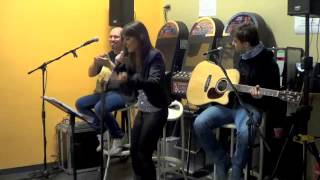 Mercedes Benz, covered by Ilaria Esposito (with The Red Badfur acoustic trio, live @ GV Bar, Lodi)
