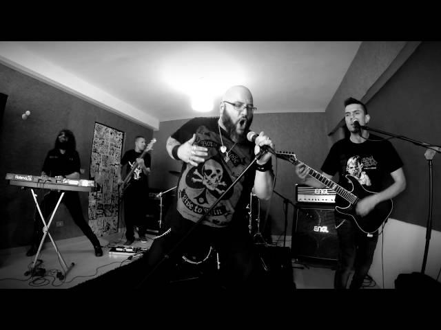 """Vídeo de Zona Zero en directo interpretando su canción """"Contracorriente""""."""