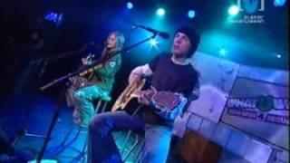 Avril Lavigne - Take Me Away live acoustic