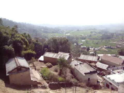 02 Prof  Juan Lázara viajando en techos de micros por Nepal