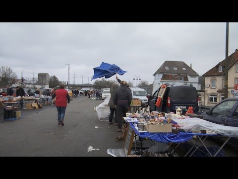 Flohmarkt bei Wind und Wetter