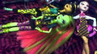 Já a moje kámošky Monster High (tance nebo nějak tak) xD
