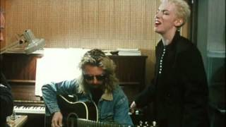 Eurythmics - Missionary Man (Live Acoustic)