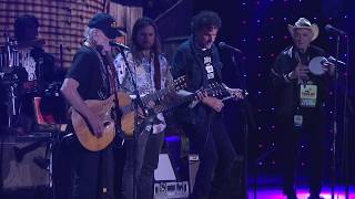 Willie Nelson & Family - Still is Still Moving to Me (Live at Farm Aid 2017)